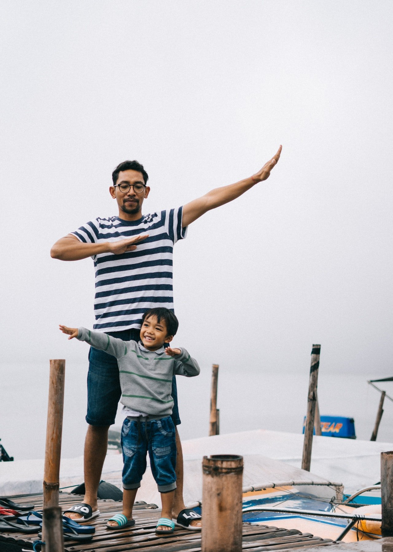 Father and son having a good time | Photo: Pexels