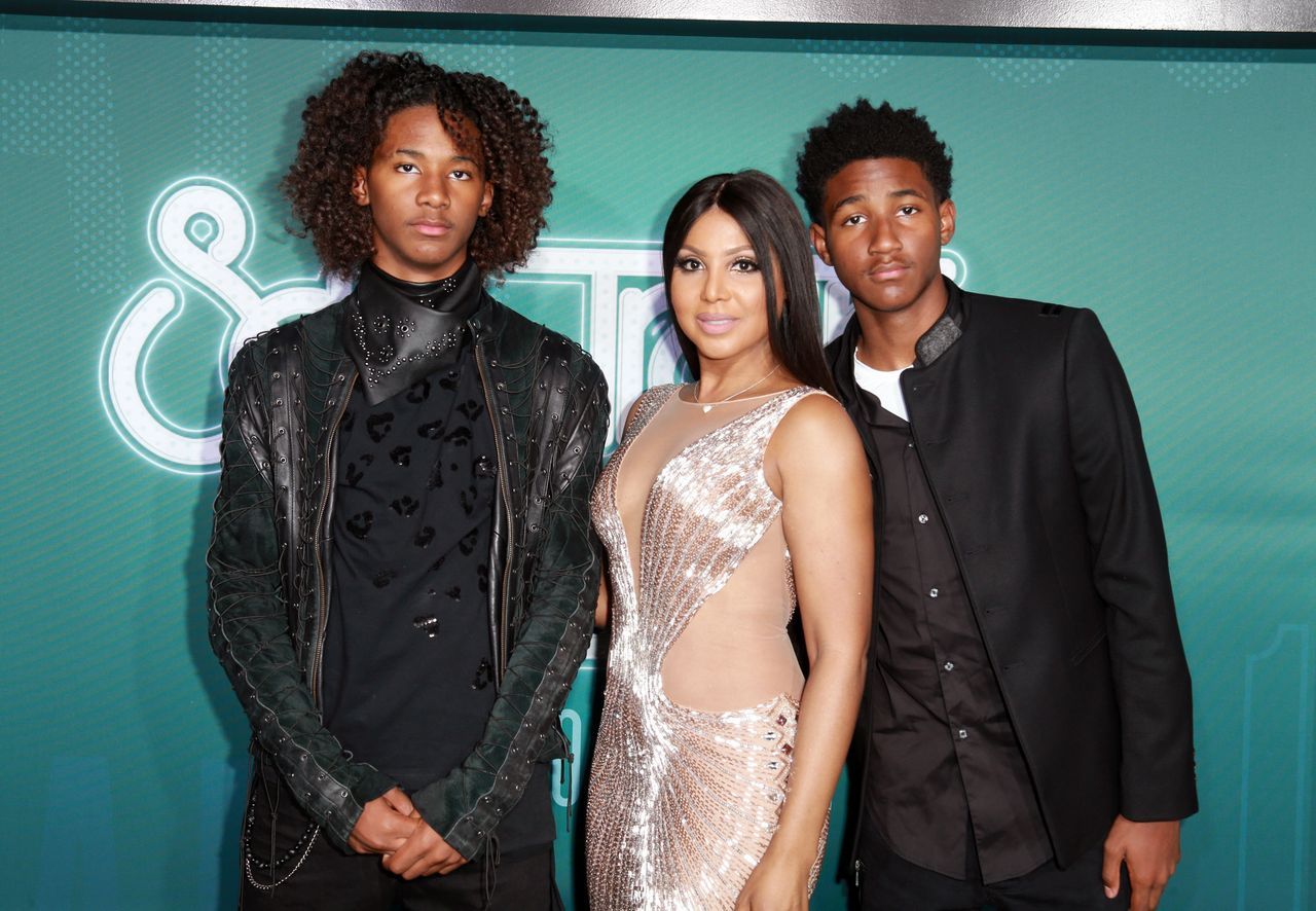 Diezel Ky Braxton-Lewis, Toni Braxton, and Denim Cole Braxton-Lewis at the 2017 Soul Train Awards presented by BET at the Orleans Arena on November 5, 2017 in Las Vegas, Nevada   Photo: Getty Images