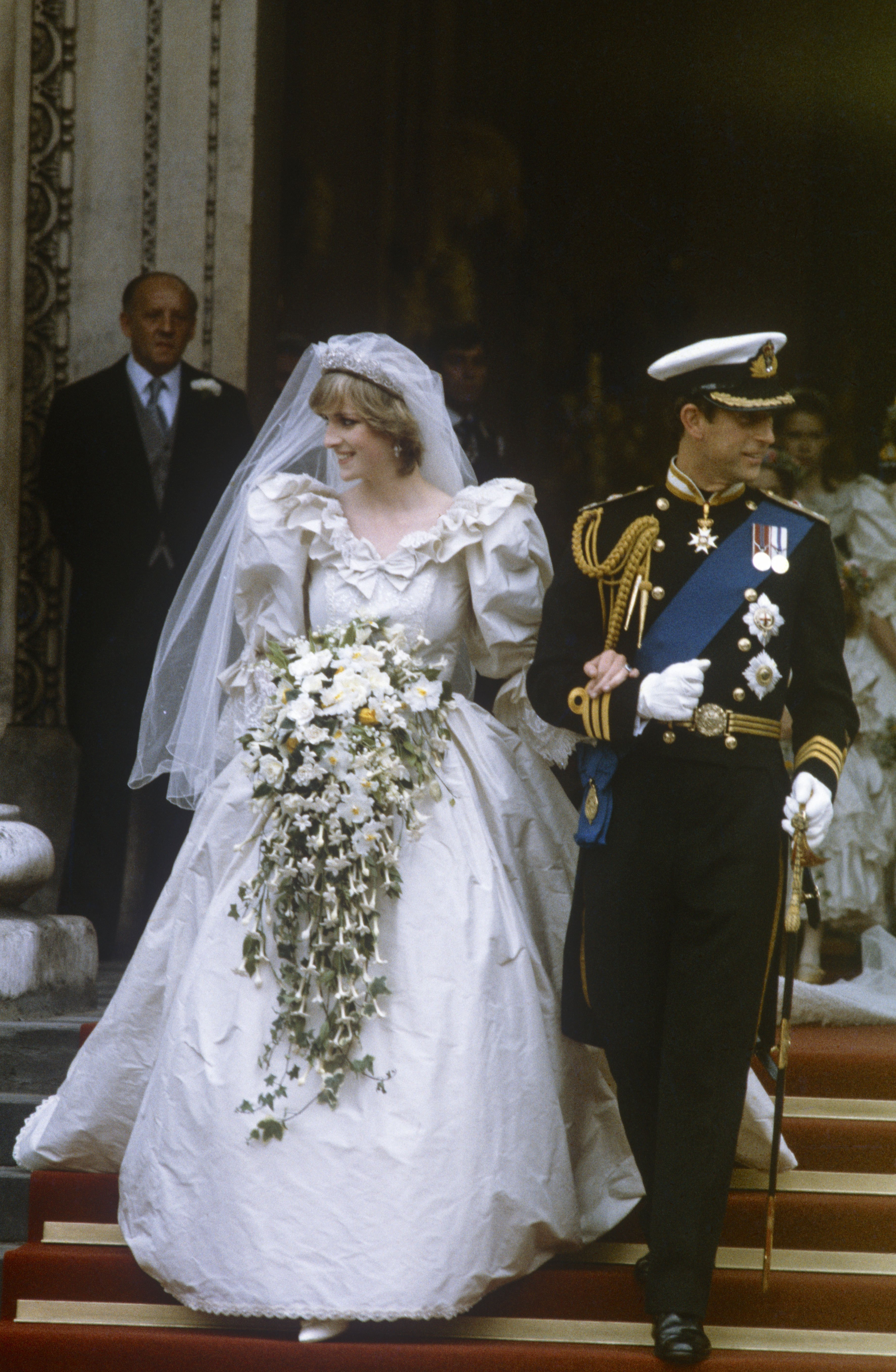 Princess Diana in her wedding dress, in 1981, England. | Photo: Getty Images