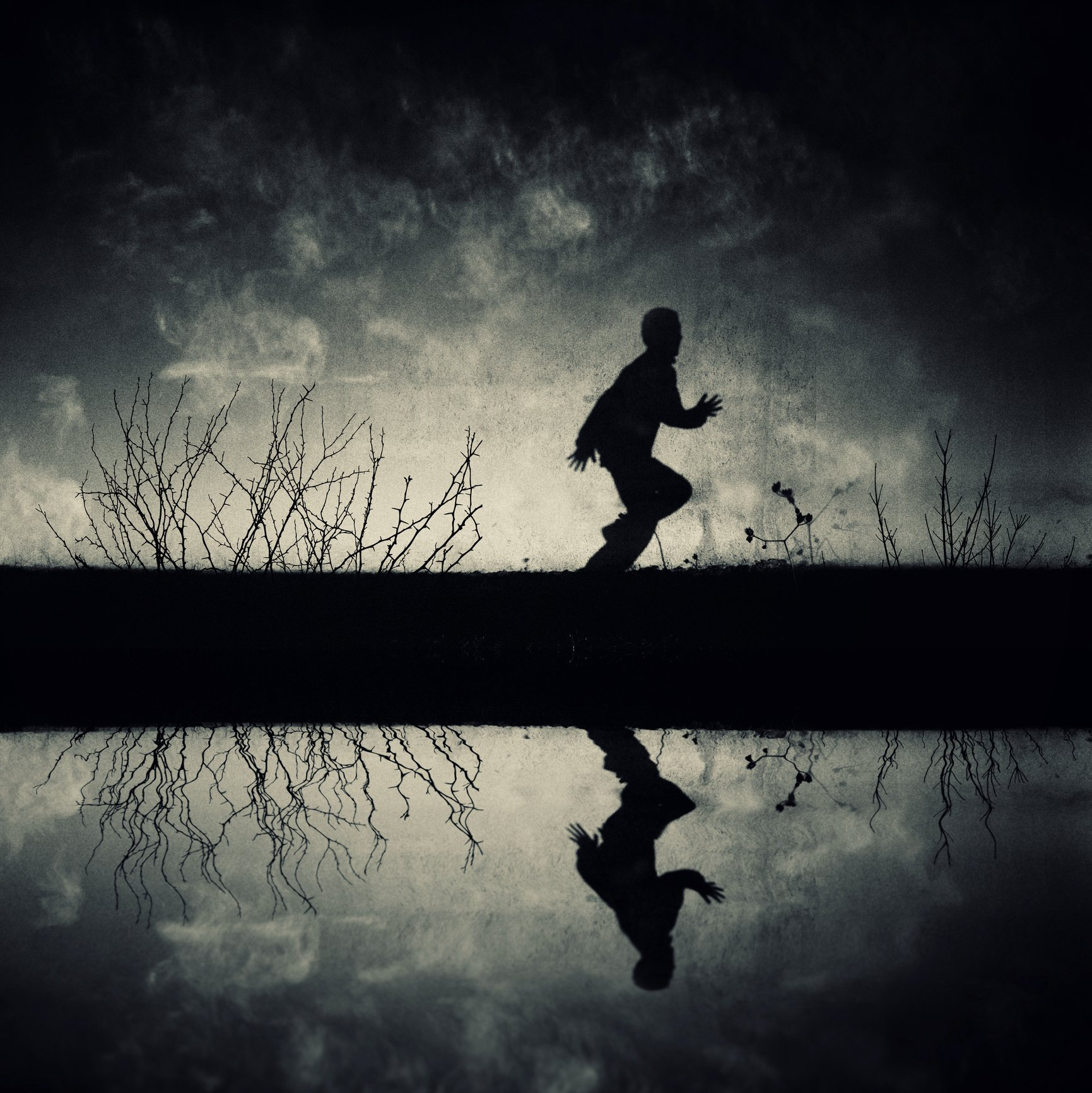 Photo of a boy running with reflection in lake | Photo: Getty Images