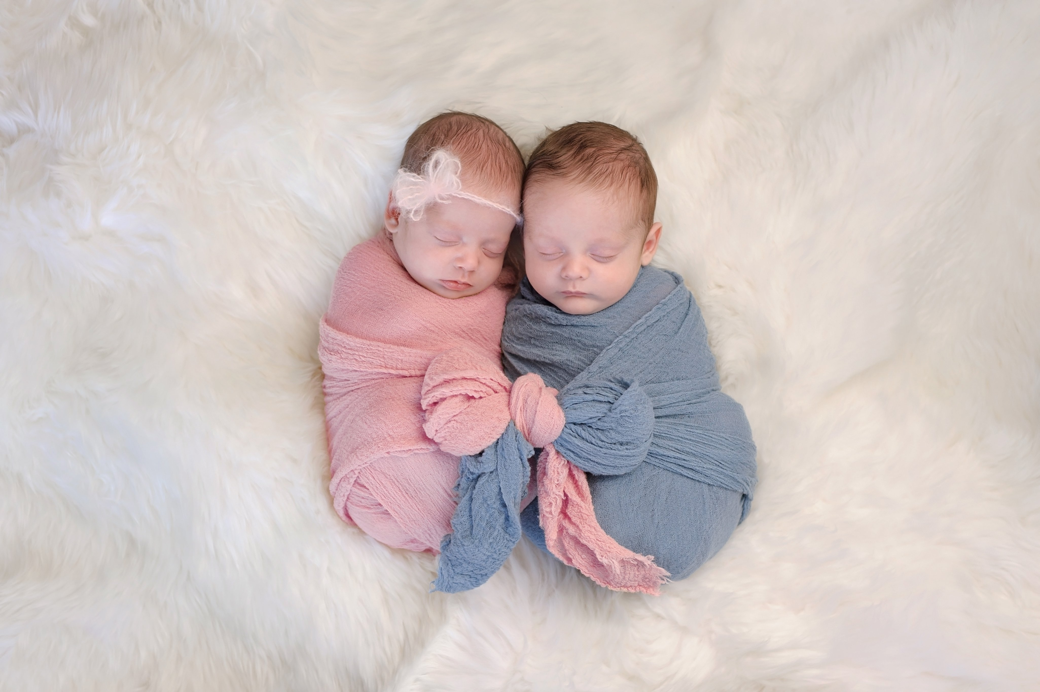 Fraternal twin babies. | Source: Shutterstock