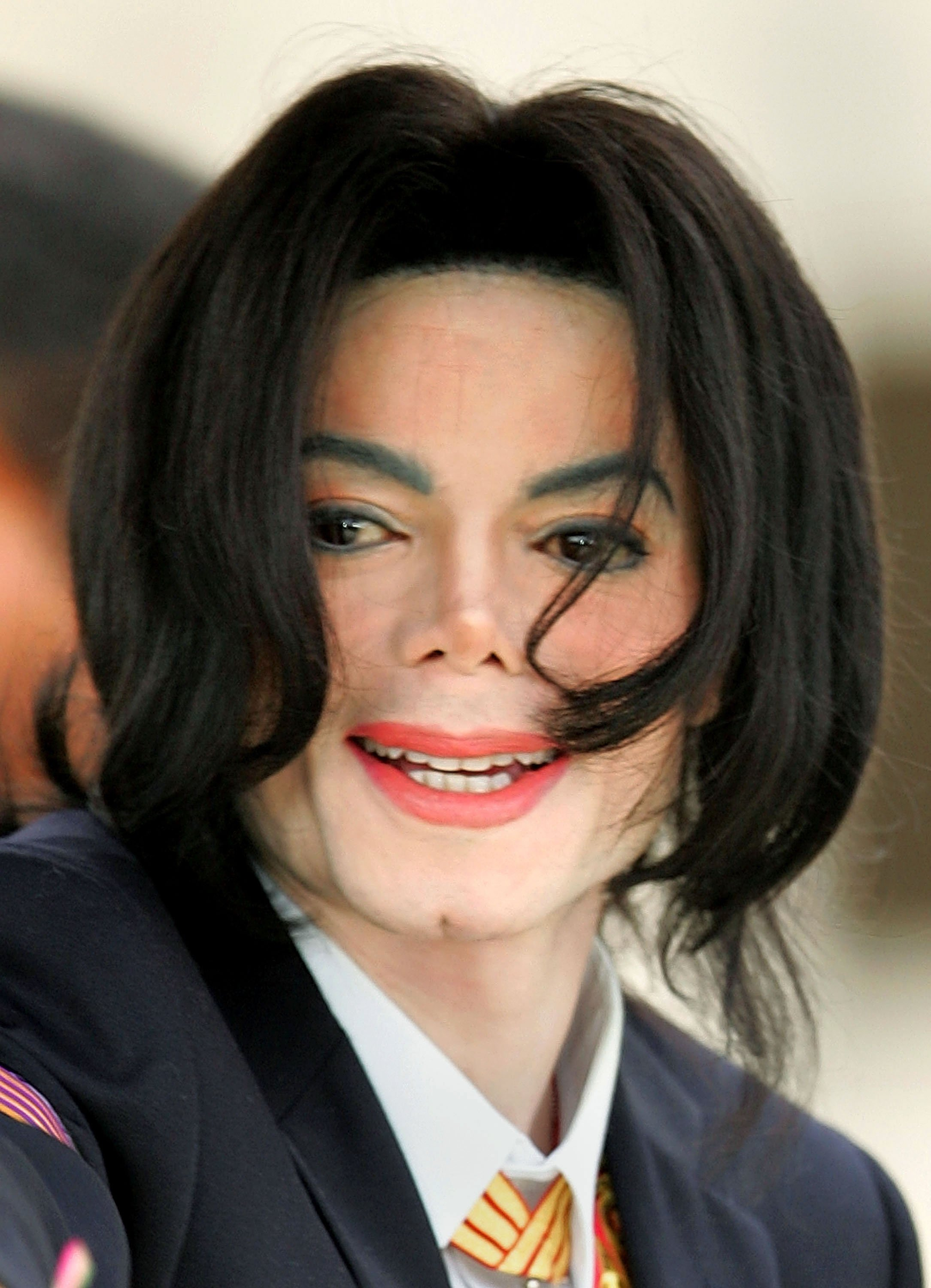 The Late Michael Jackson during his child molestation trial at the Santa Barbara County Courthouse in March 2005. | Photo: Getty Images.