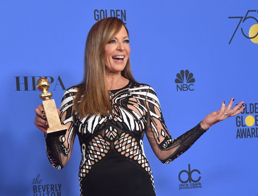 Allison Janney posed with the trophy for Best Performance by an Actress in a Supporting Role in any Motion Picture during the 75th Golden Globe Awards on January 7, 2018 | Photo: Getty Images