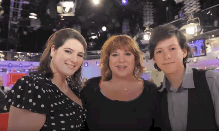 Michèle Bernier et ses enfants Charlotte et Enzo   source: Youtube / Closer