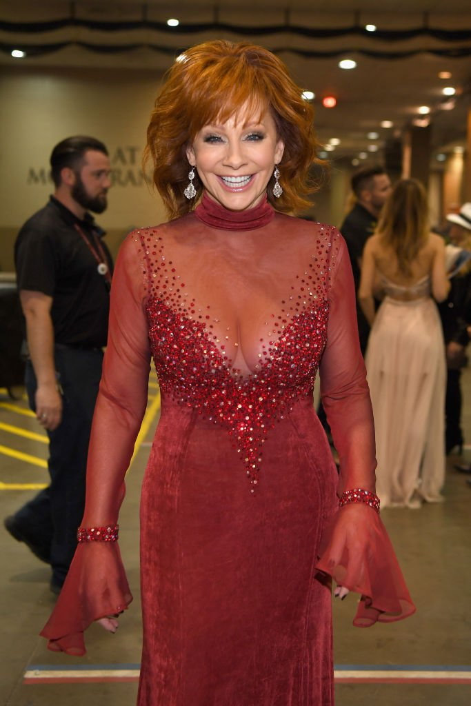 The infamous 1993 CMA red dress, which Reba wore again to the ACM awards in Las Vegas in Apriil, 2018. | Photo: Getty Images.