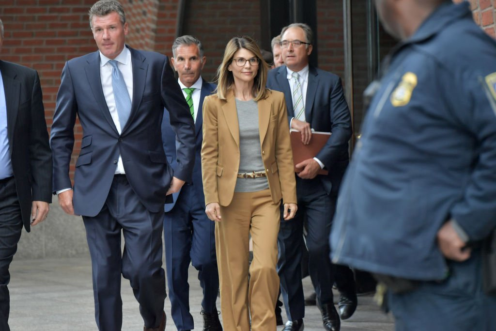 Lori Loughlin exits the John Joseph Moakley U.S. Courthouse after appearing in Federal Court | Photo: Getty Images