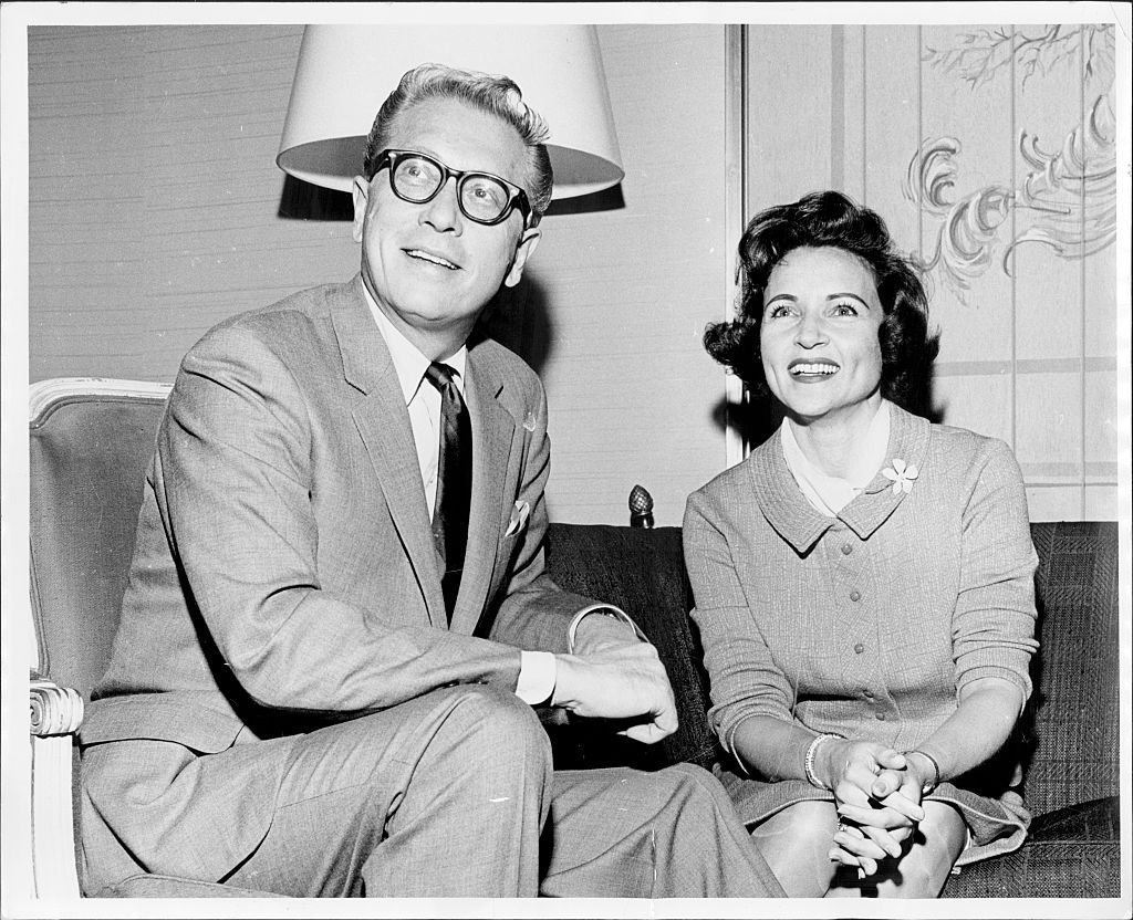 Allen Ludden and Betty White on 'Everybody promotes marriage,' on November 25, 1963. | Photo: Getty Images
