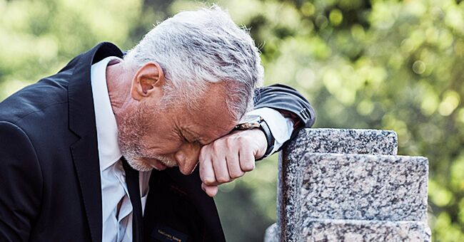 Widower mourning his life's loss. | Source: Shutterstock
