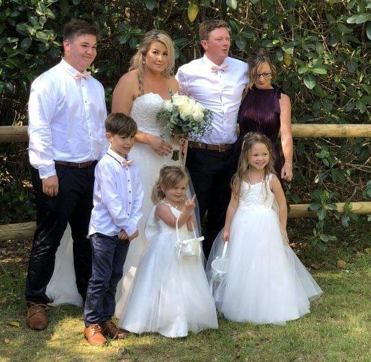 Hochzeitsbild mit der Familie - Quelle: Twitter/@pbenro