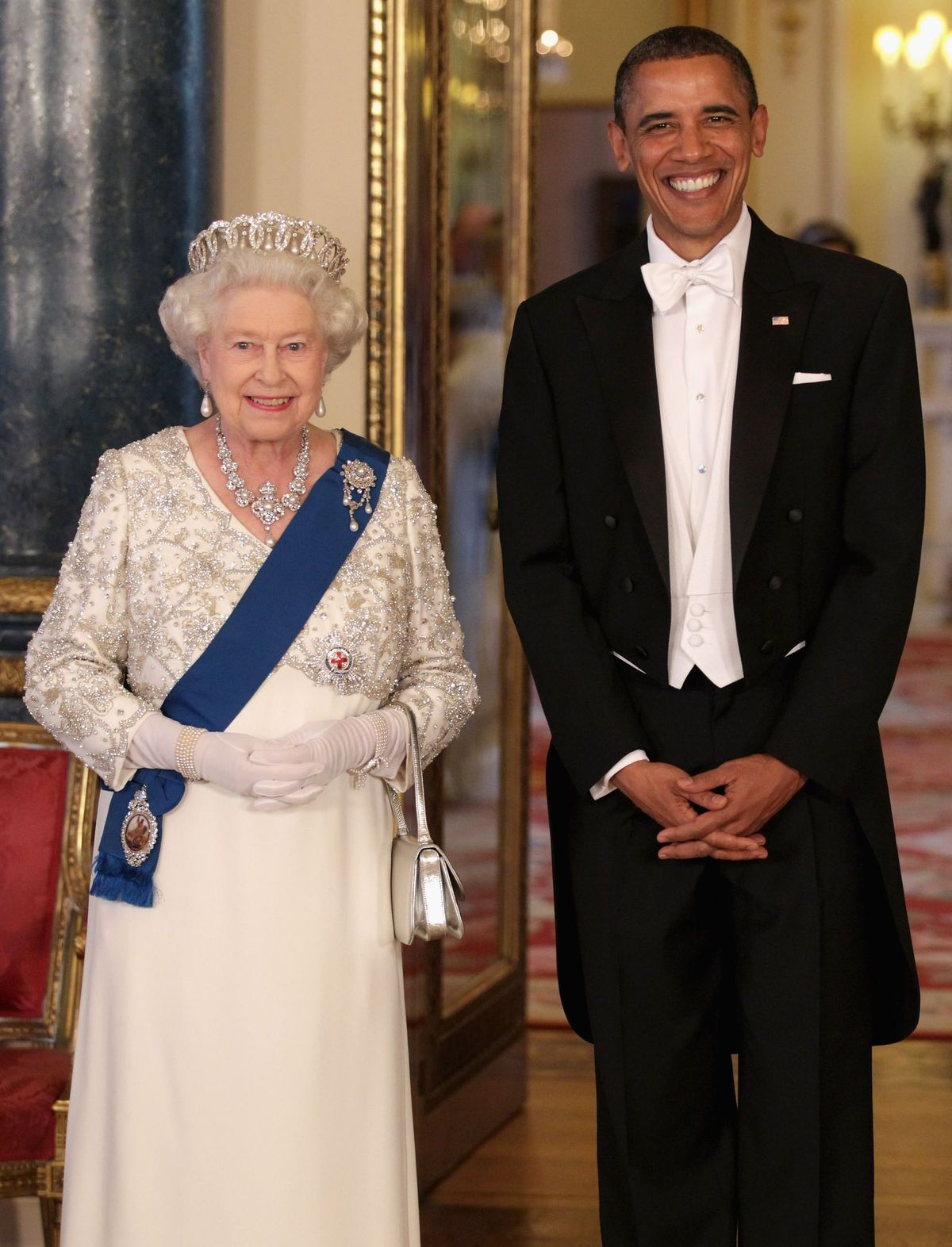 Queen Elizabeth II and Former President Barack Obama pose in the Music Room of Buckingham Palace on May 24, 2011 in London, England. | Photo: Getty Images.