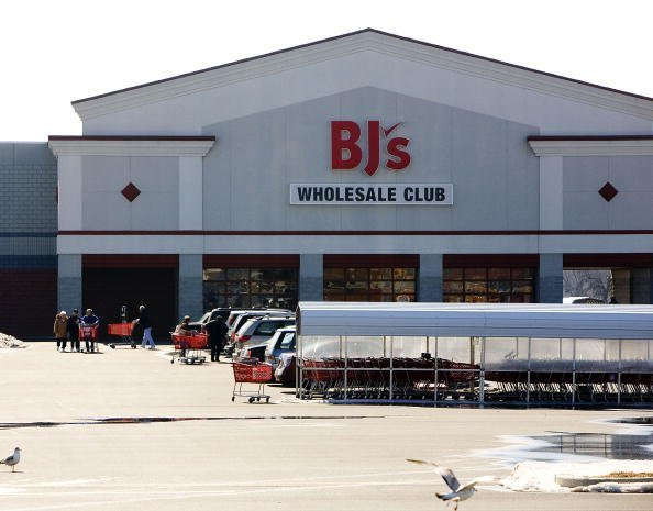 A BJ's Wholesale Club awaits customers on February 21, 2007 in Philadelphia, Pennsylvania | Photo: Getty Images