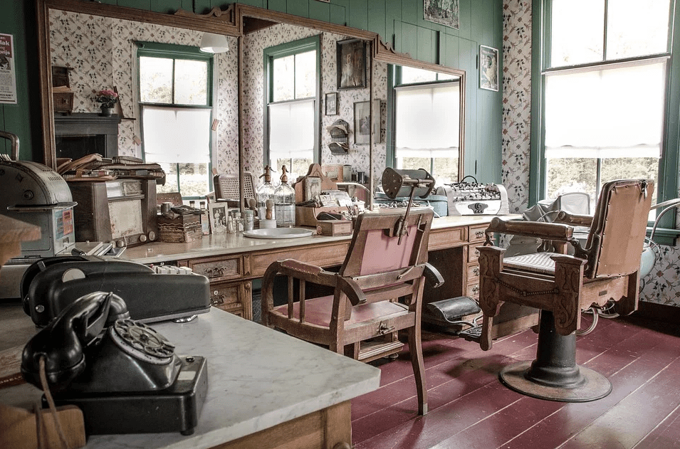A barbing saloon that has no one patronizing it | Photo: Pixabay