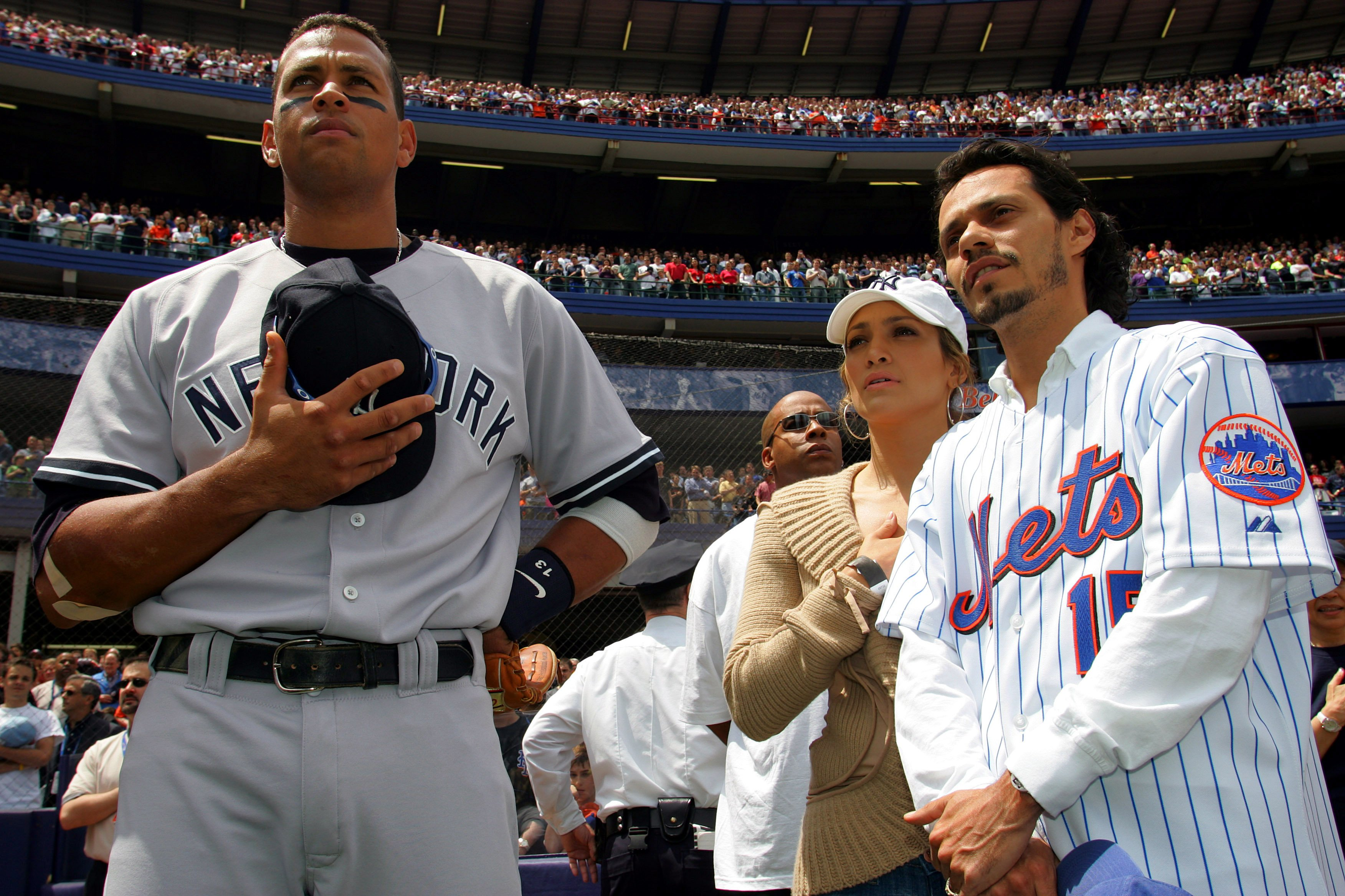 Alex Rodriguez, Jennifer Lopez and ex-husband Marc Anthony during a New York Yankees game. | Photo: Getty Images