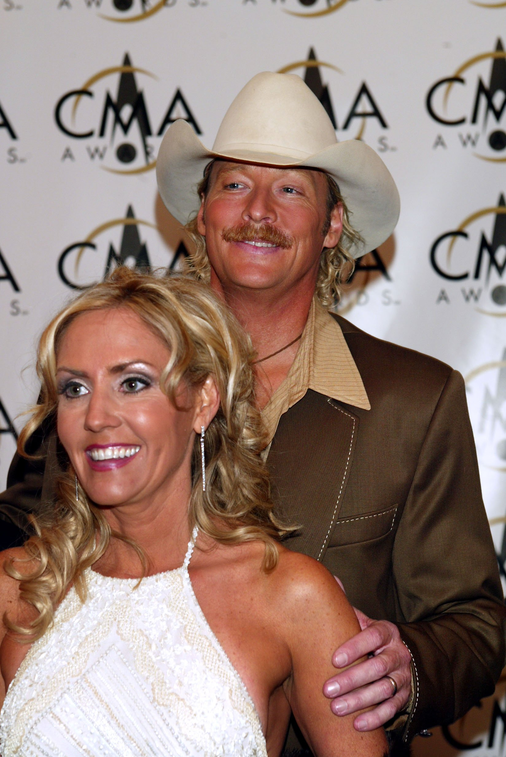 Alan Jackson and his wife Denise attend the 36th annual Country Music Association Awards in Nashville, Tennessee on November 6, 2002 | Photo: Getty Images