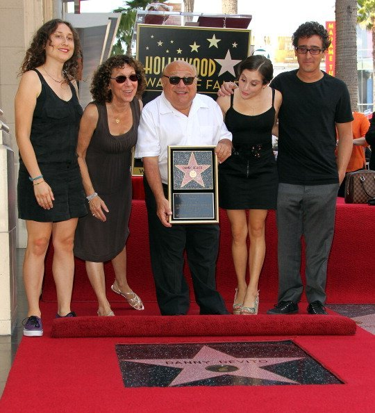 Rhea Pearlman (L) and actor Danny DeVito and their family pose for photographers during the installation ceremony for actor Danny DeVito's star on the Hollywood Walk of Fame on August 18, 2011, in Hollywood, California. | Source: Getty Images.