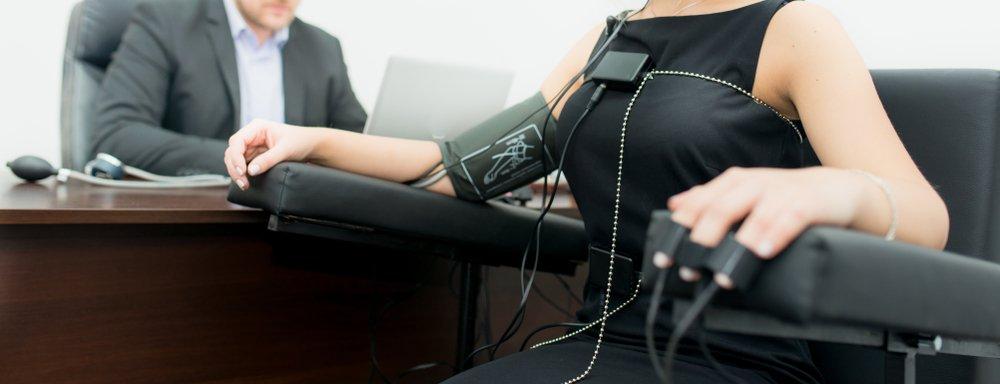 Mujer sometida a la prueba del polígrafo. Fuente: Shutterstock