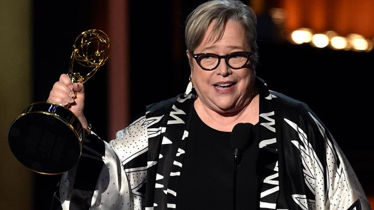 Kathy Bates winning her second Emmy in 2014. I Image: Twitter/ Screener.