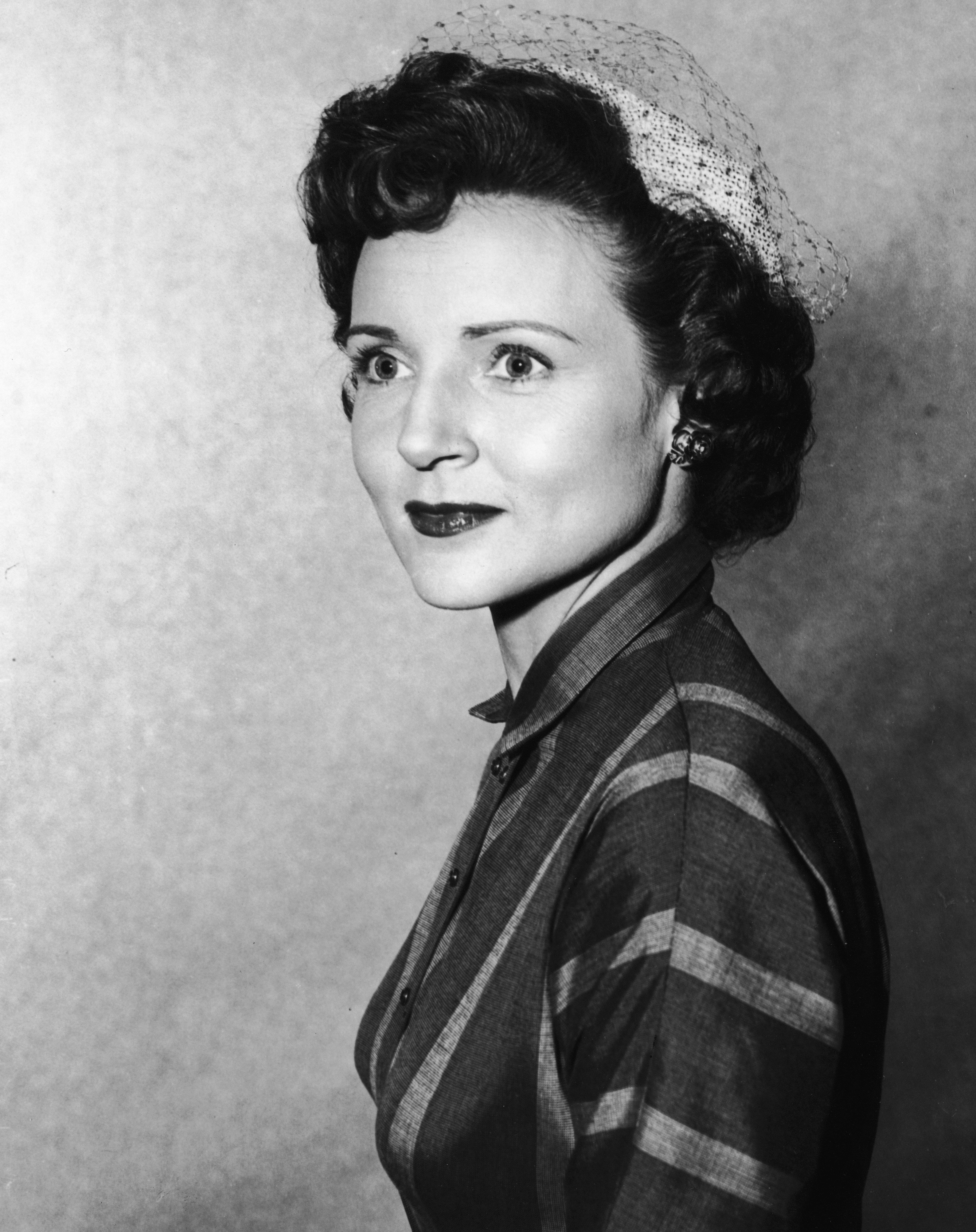 Betty White wearing a veiled hat, circa 1955. | Source: Getty Images