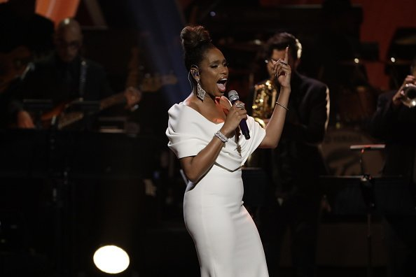 Jennifer Hudson paying tribute to Aretha Franklin at the live concert ARETHA! A GRAMMY CELEBRATION FOR THE QUEEN OF SOUL | Photo: Getty Images