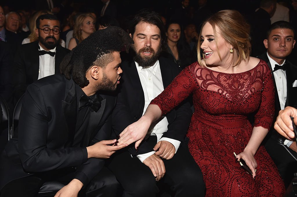 The Weeknd, Simon Konecki, and Adele on February 15, 2016 in Los Angeles, California | Photo: Getty Images
