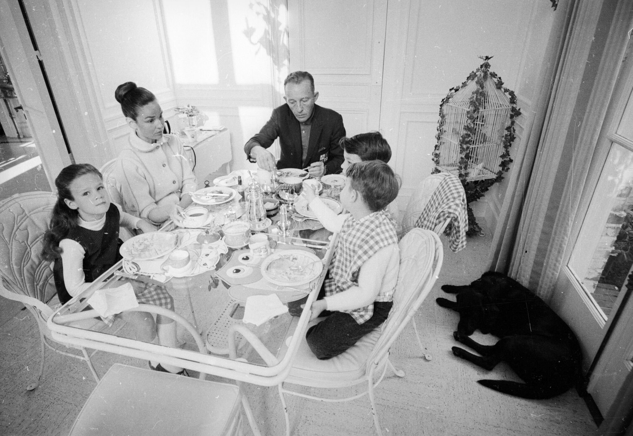 Bing Crosby (1901 - 1977) at his home in San Francisco with his sons Nathaniel and Harry and his daughter, Mary. | Getty Images / Global Images Ukraine