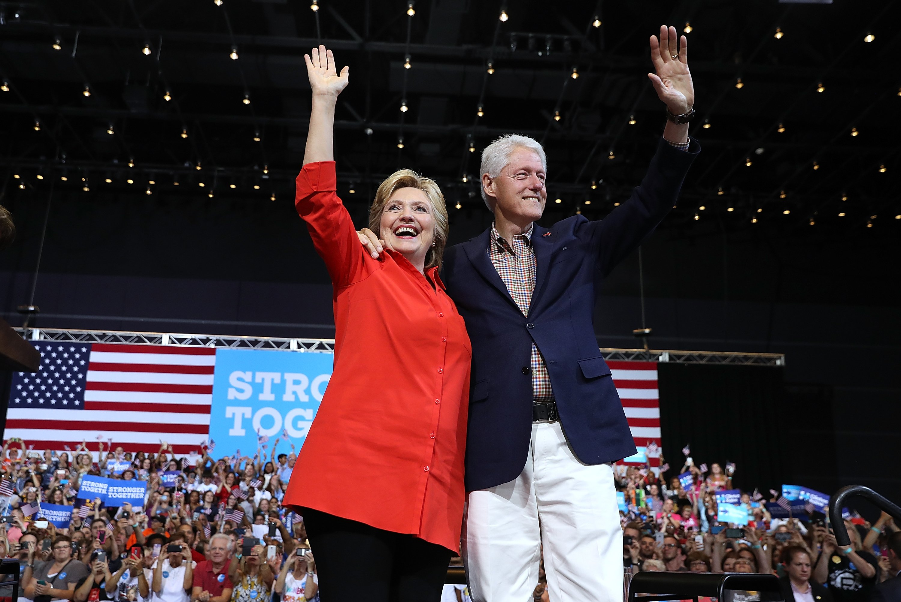 Hillary and Bill Clinton during a campaign rally at the David L. Lawrence Convention Center on July 30, 2016 in Pittsburgh, Pennsylvania | Photo: Getty Images