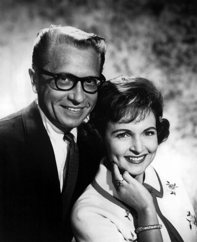 Allen Ludden and Betty White circa 1968. | Source: Wikimedia Commons
