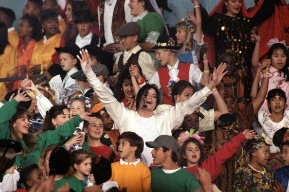 Michael Jackson performs at the Super Bowl XXVII at Rose Bowl on January 31, 1993, in Pasadena, California.| Source: Getty Images.