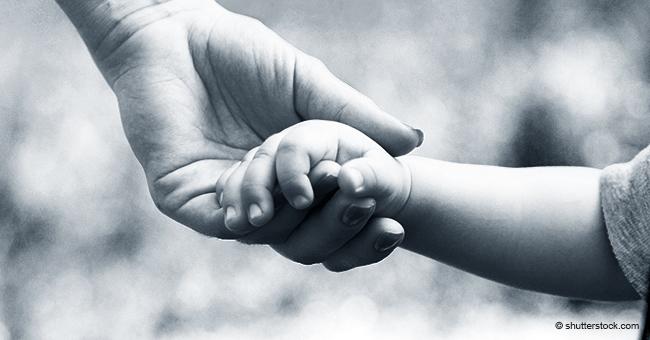 """Alleinerziehende Mutter verliert ihre 2-jährige Tochter """"Stück für Stück"""" an Demenz"""