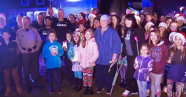 Washington Students Sing Christmas Carols in Front Yard of Teacher Who Has Cancer & Has Been Away on Medical Leave
