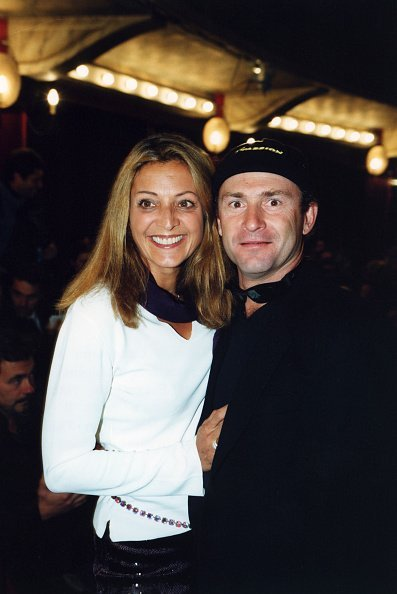 Vincent Lagaf et sa femme le 2 octobre 2000 à Paris, France | Photo : Getty Images