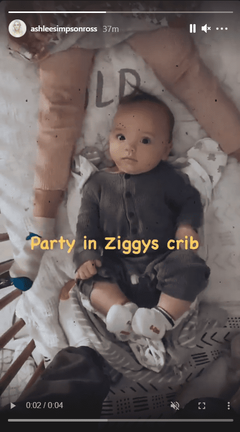 Ashlee Simpson shares a picture of her kids showing Jagger partying in Ziggy's crib. | Photo: Instagram.com/ashleesimpsonross
