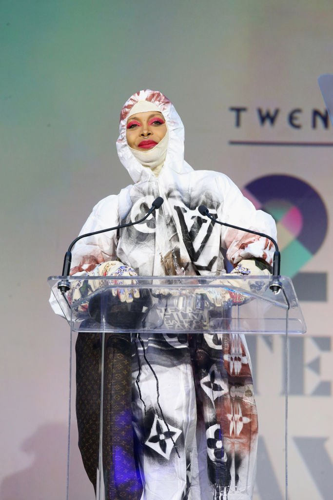 Erykah Badu wins the Soundtrack Award during the 20th Annual Texas Film Awards at the Creative Media Center in Austin, Texas. | Photo: Getty Images