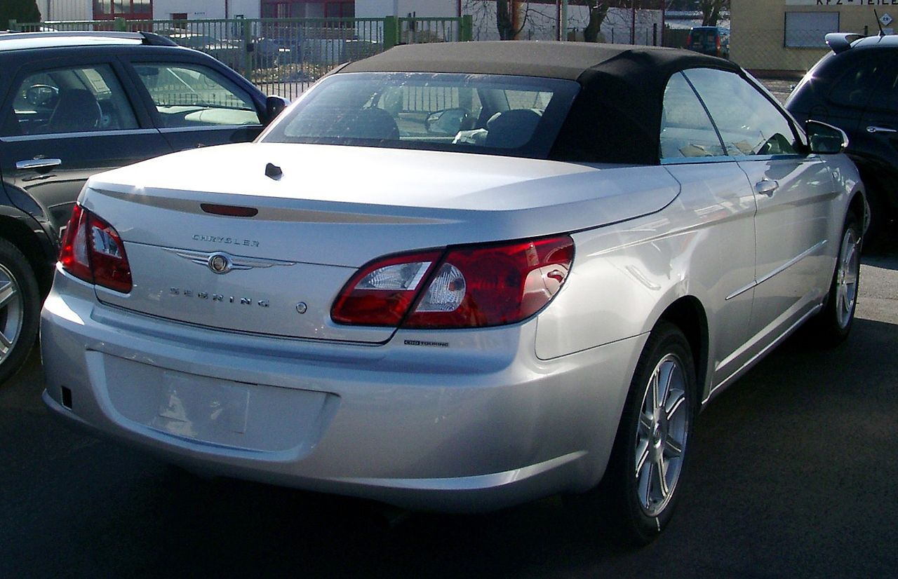 A parked Chrysler Sebring | Source: Wikimedia Commons