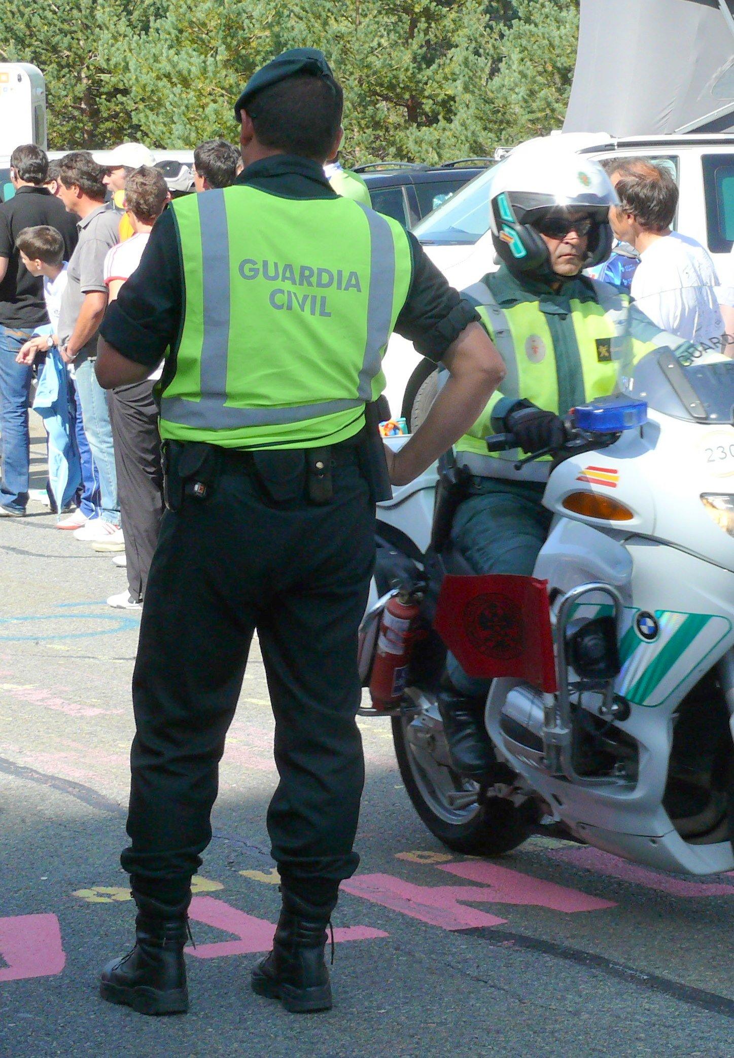 Oficiales de la Guardia Civil. | Imagen: Flickr