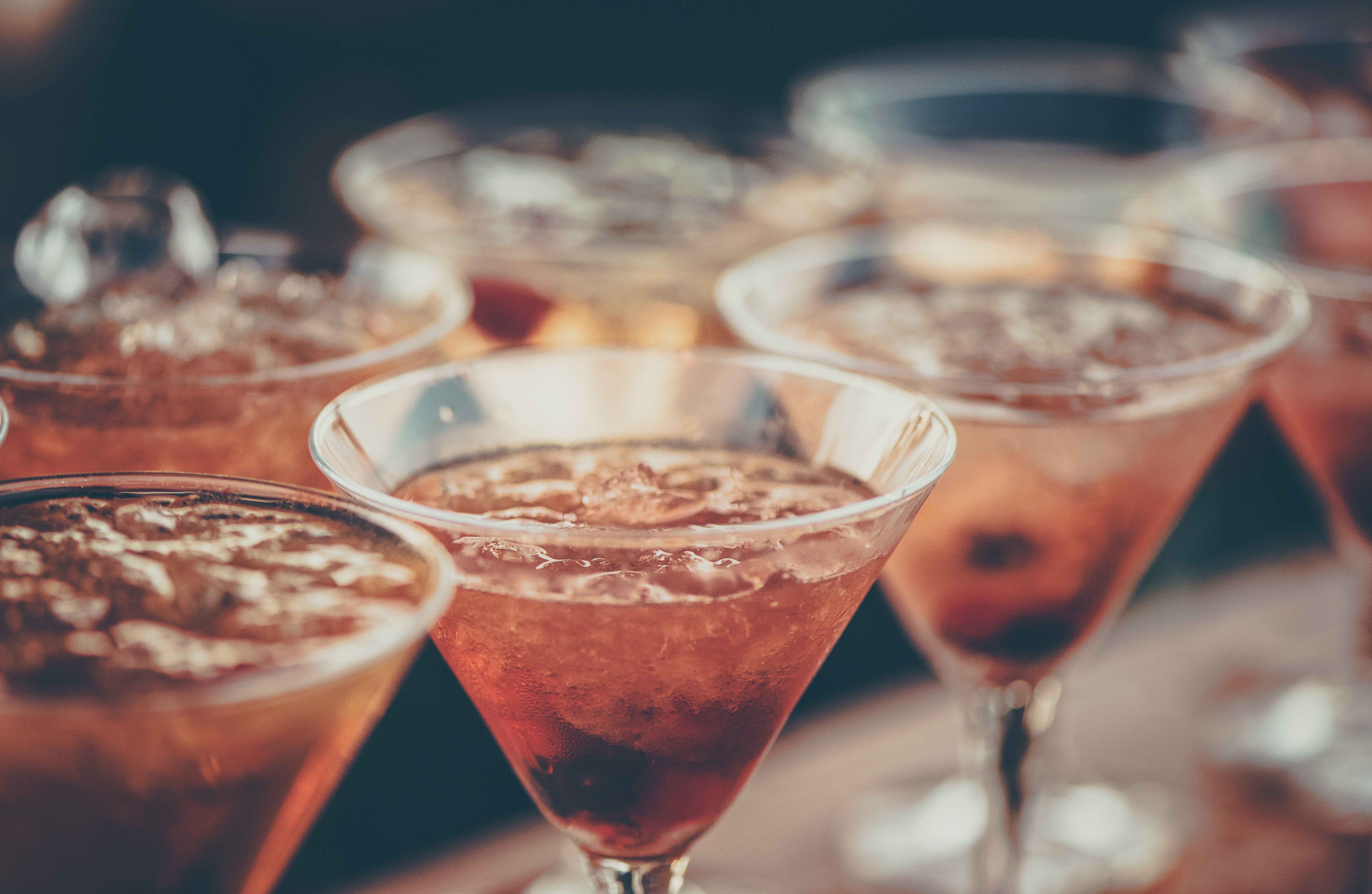 Kelly and Betty had a conversation over drinks   Source: Pexels