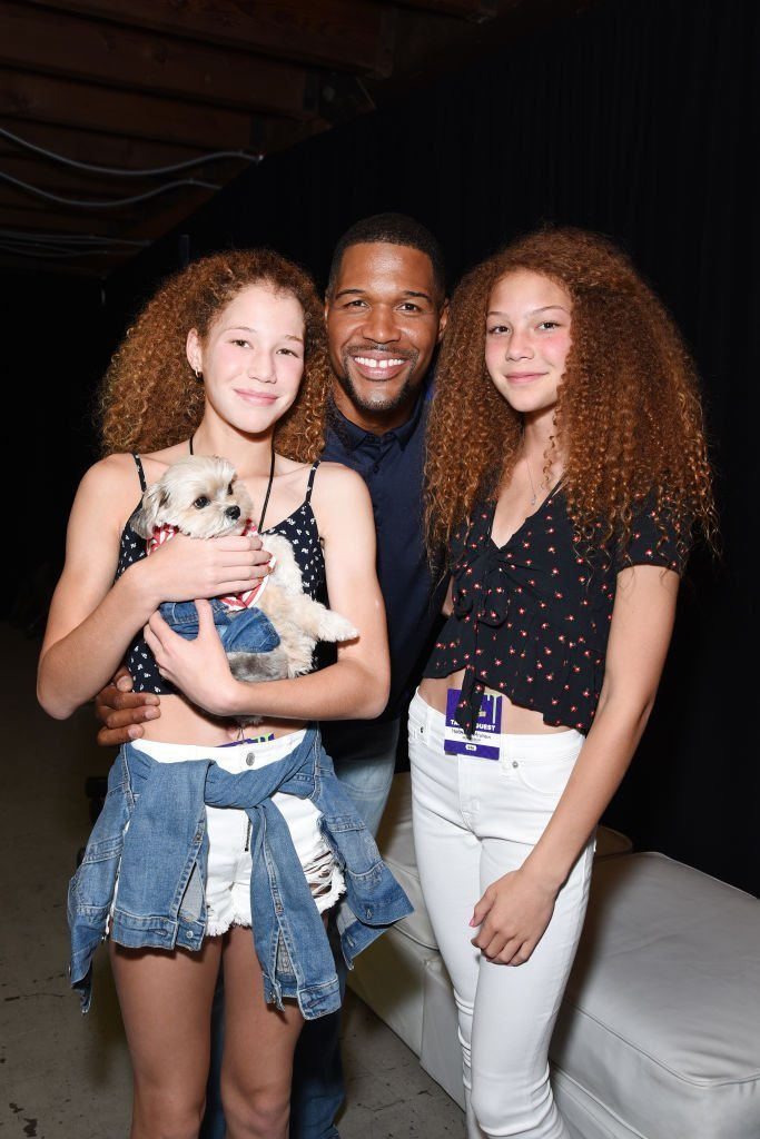 Former NFL player Michael Strahan (C), Sophia Strahan, Isabella Strahan, and Leroy Brown aka Leroy The Good Boy pose in the Green Room at the Nickelodeon Kids' Choice Sports 2018 at Barker Hangar | Photo: Getty Images