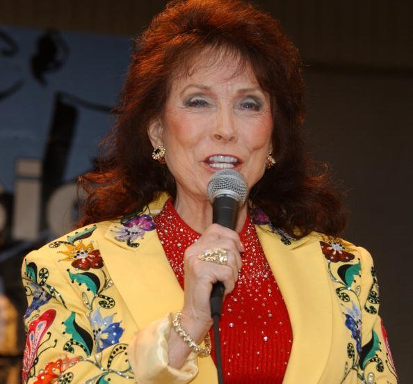 Loretta Lynn on July 4, 2003 at the Taste of Chicago in Grant Park in Chicago, Illinois | Photo: Getty Images