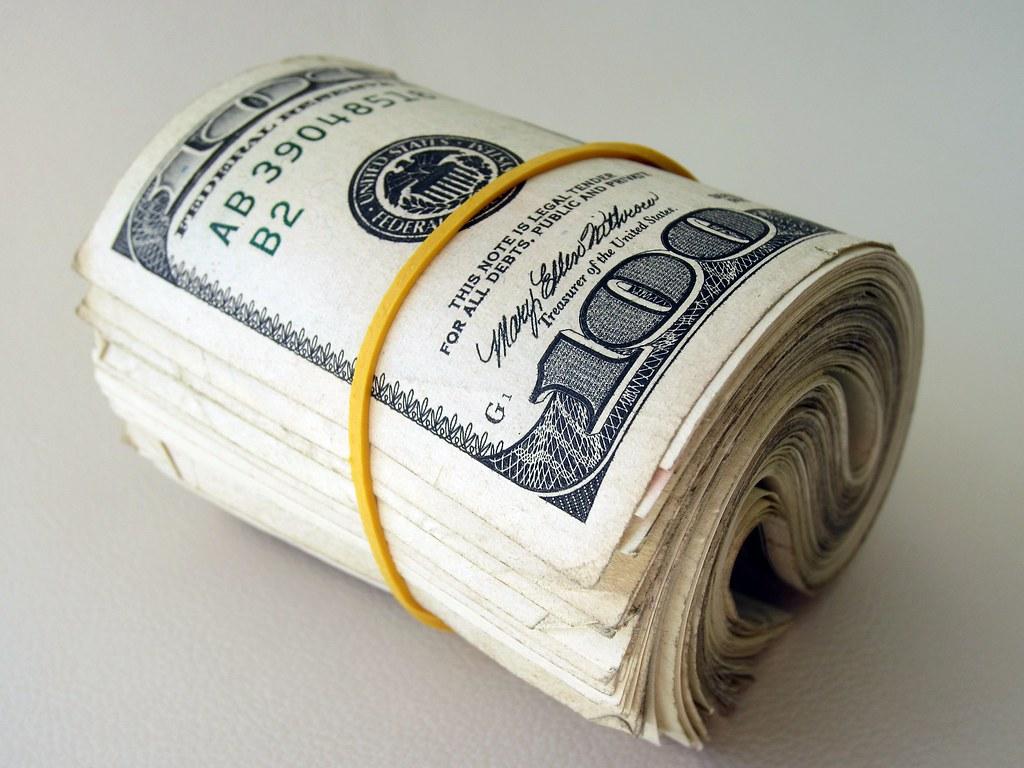 Folded 100 dollar bills | Photo: Flickr
