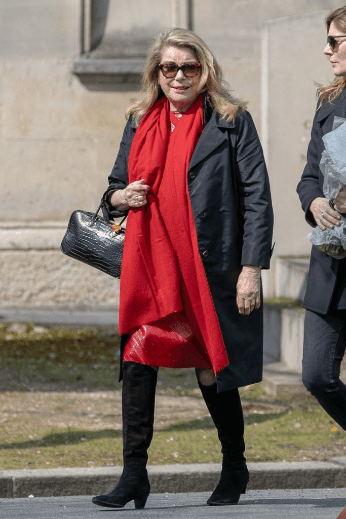 Paris, France - 02 avril : (G-D) Catherine Deneuve et sa fille Chiara Mastroianni assistent aux funérailles d'Agnès Varda au cimetière Montparnasse le 02 avril 2019 à Paris, en France. | Photo : Getty Images