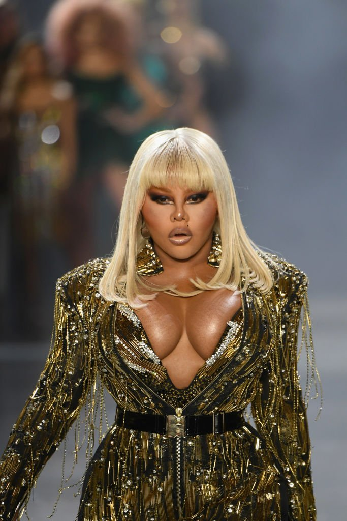 Lil Kim performing at the runway of The Blonds fashion during New York Fashion Week in February 2019. | Photo: Getty Images