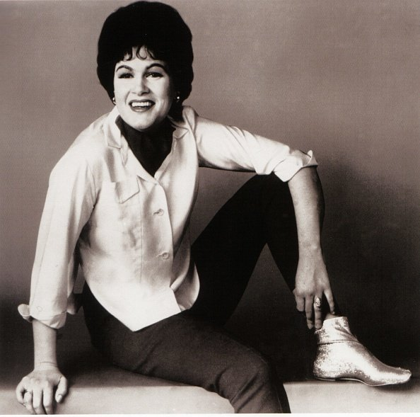 Patsy Cline posing for a photo | Photo: Getty Images