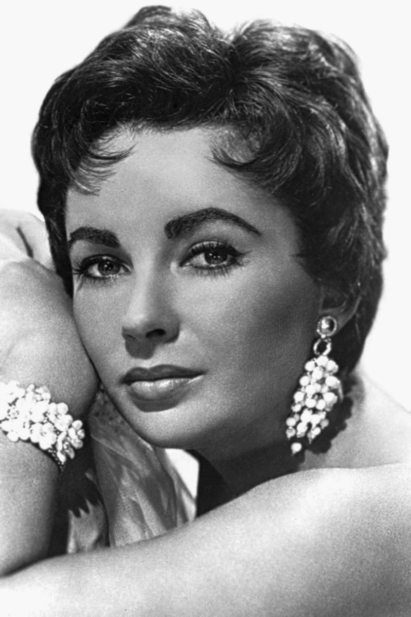 Publicity photo of Elizabeth Taylor circa 1953. | Source: Wikimedia Commons