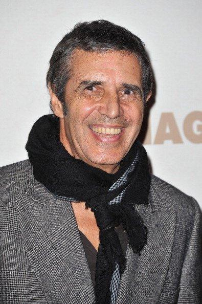 Julien Clerc assiste à la 'Carnage Paris première' au Cinéma Gaumont Marignan. | GettyImage*