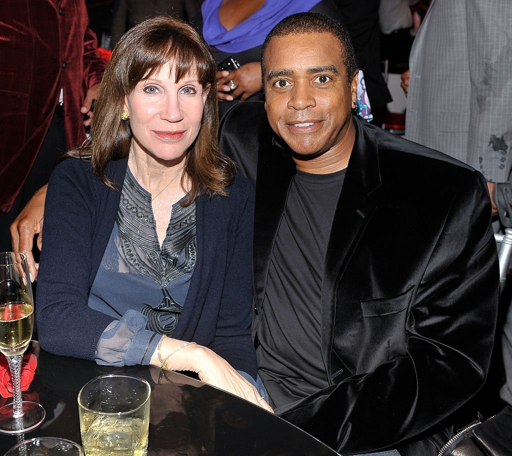 Sale Johnson (L) and sportscaster Ahmad Rashad attend the Exclusive FABULOUS 23 Dinner hosted by Jordan Brand during All-Star Weekend | Photo: Getty Images