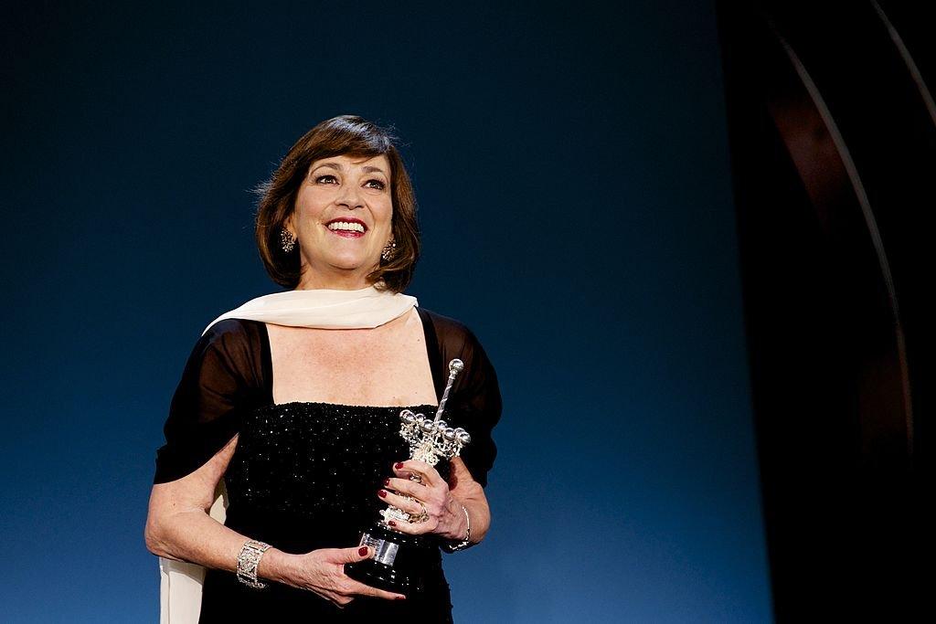 Carmen Maura recibe el Premio 'Donostia' 2013, durante el 61º Festival Internacional de Cine de San Sebastián, el 22 de septiembre de 2013 en San Sebastián, España. | Imagen: Getty Images