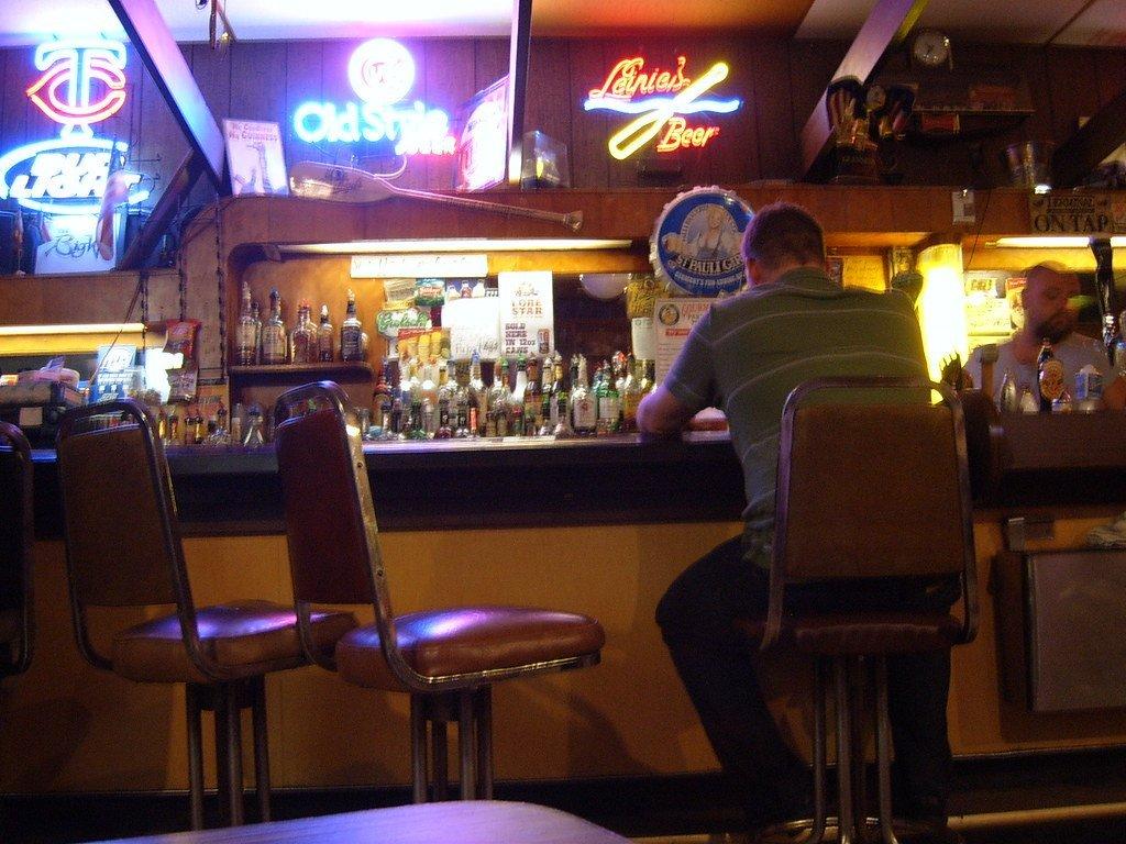Cowboy at the bar | Photo: Flickr