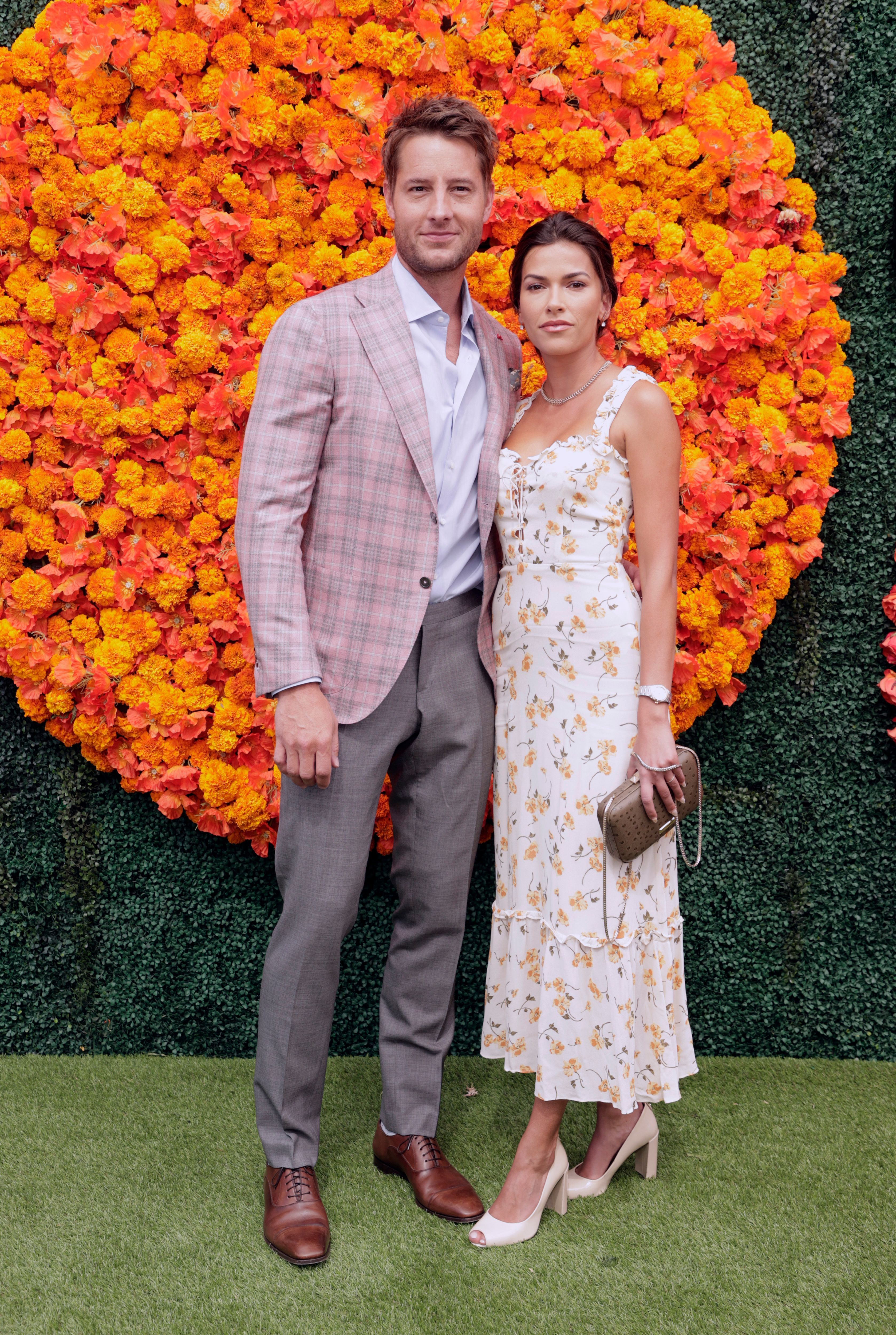 Justin Hartley and Sofia Pernas at the Veuve Clicquot Polo Classic event in California, 2021 | Photo: Getty Images