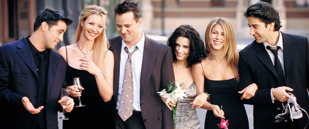Jennifer Aniston Announces 'Friends' Reunion with a Funny Photo of the Iconic Cast