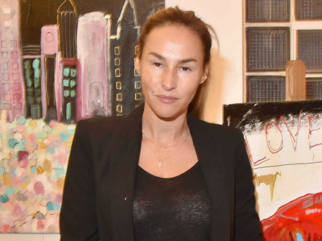 L'actrice Vanessa Demouy assiste à l'exposition Caroline Faindt au Studio Faidherbe le 26 septembre 2018 à Paris, France. | Photo : Getty Images